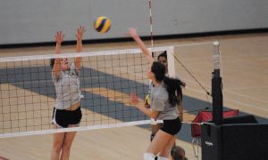 The women's volleyball team practices at the ARC on Wednesday afternoon.