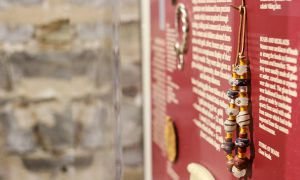 The jewellery that Vikings wore is made of glass and colourful beads.