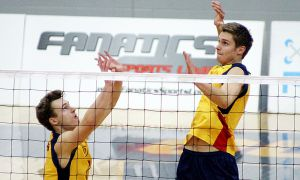 Second-year setter Matt Bonshor (left) played in the first three sets of Queen's 3-2 win over Toronto last Sunday.