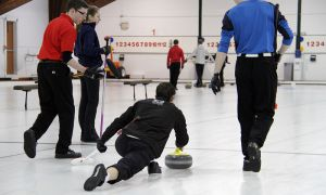 Queen's curling teams are preparing for the OUA championships.