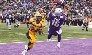 Western receiver Matt Uren was named Yates Cup MVP after snagging two touchdown passes, including this circus catch late in the second quarter.