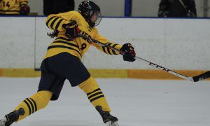 Amber Sealey (#9) registered one assist in the Gaels 5-1 thrashing of UOIT.
