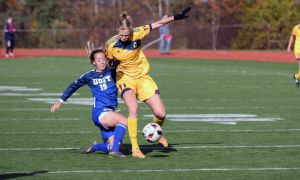 Tara Bartram (centre) battles with UOIT.