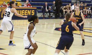 Sarah Saftich (6) passes to Emma Ritcey against U of T.