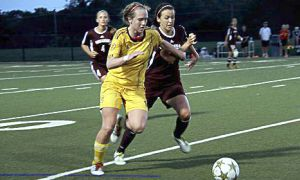 Laura Callender sweeping past opposing defender.