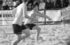 Stuart Hamilton, right, prepares for a pass at the World Junior Beach Championships.