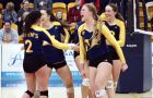 The women's volleyball team is tied for second in the OUA East.